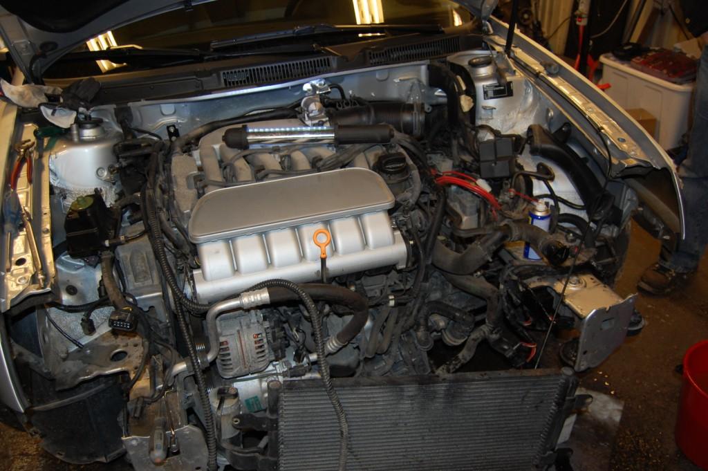 Bilens delar under motorhuven